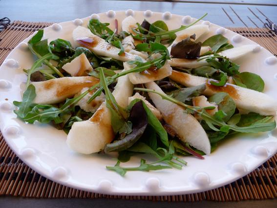 Ensalada de pera y parmesano